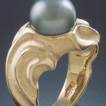 Wave, crafted in 18 karat gold, set with a Tahitian pearl, combination textured high polish finish